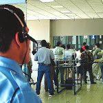 Clientes y empleados de bancos deberán dejar sus teléfonos móviles en bolsas o lockers antes de ingresar