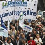 Bancarios acuerdan el pago de 1.800 pesos a cuenta de la paritaria