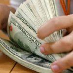 Compra de divisas para ahorro: la percepción del 20% no se aplicará si se depositan en un banco durante año