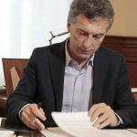 Bono a cuenta de paritarias: Macri firmó el decreto
